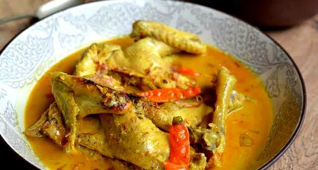 Ayam Lodho khas Tulungagung yang terlihat menggoda