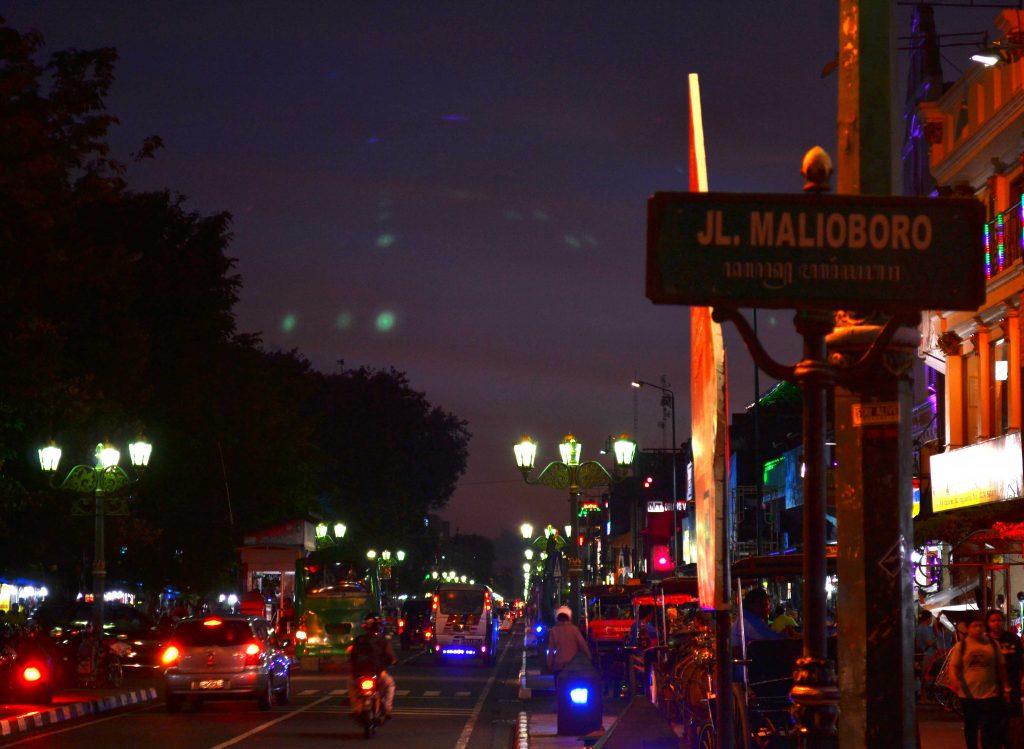 Suasana malam di Malioboro