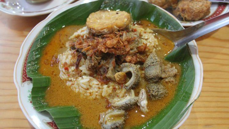 Nasi Gandul: Makanan khas Jawa Tengah dari Pati